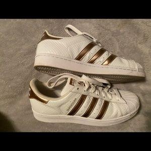 Adidas superstar rose gold snakeskin 8.5